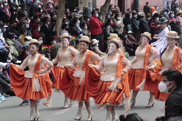 Por la morenada, mucha gente se congregó y bailó   Urgentebo