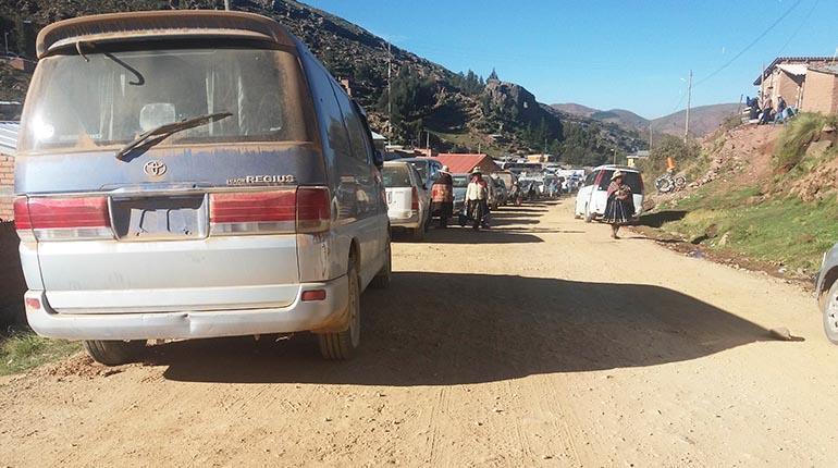 'Chuteros' bloquean vías y Gobierno dice que no legalizará el contrabando   Urgentebo